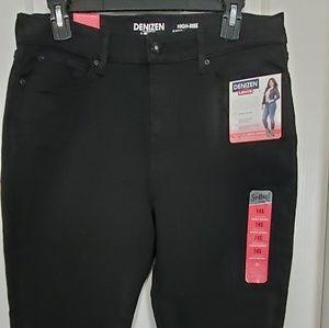 Levi's Denizen black jeans. Size 14S